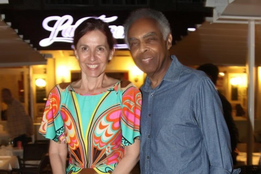 Valéria Pedreira de Freitas Gomes, jantando no Chez Bernard com seu filho Frank e seu esposo o famoso Frank Gomes