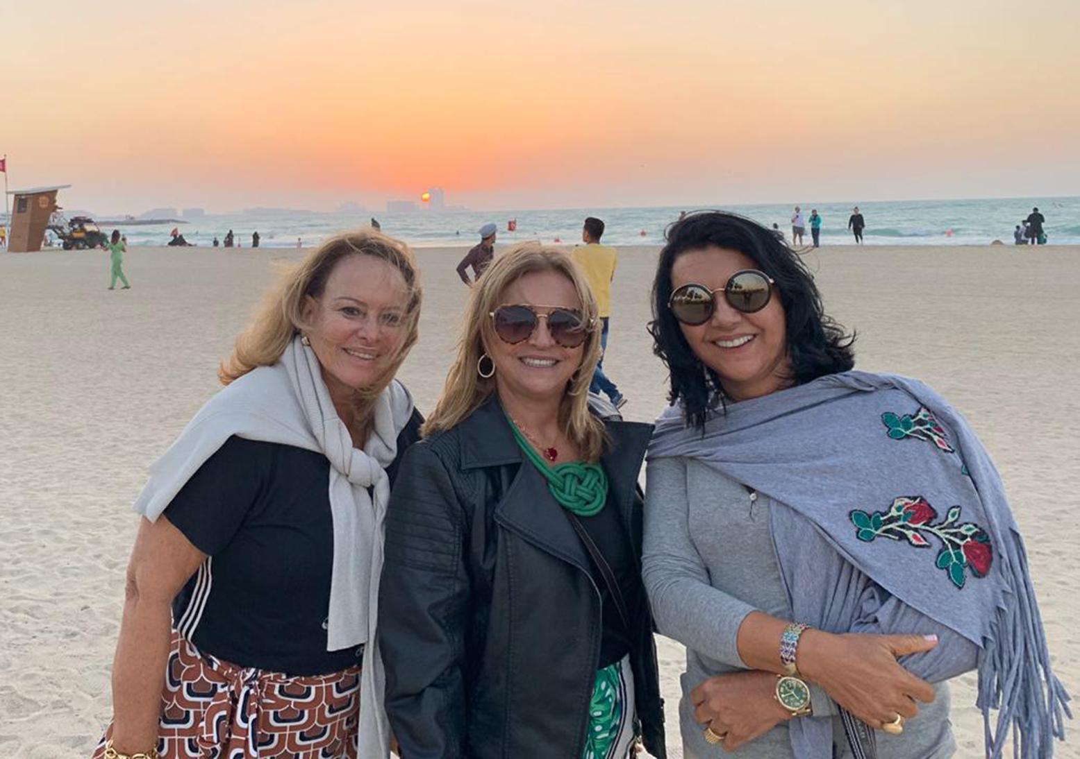 Roseney Duarte entre Vivian Tanure e Ozana Barreto curtindo em Dubai e Tailândia