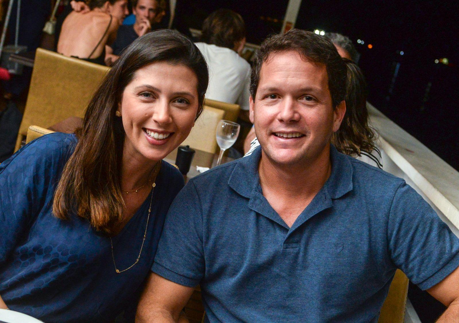 Os oftalmologistas Mirian Minani e Flávio Vaz, jantando no no Soho em fotos de Valterio Pacheco