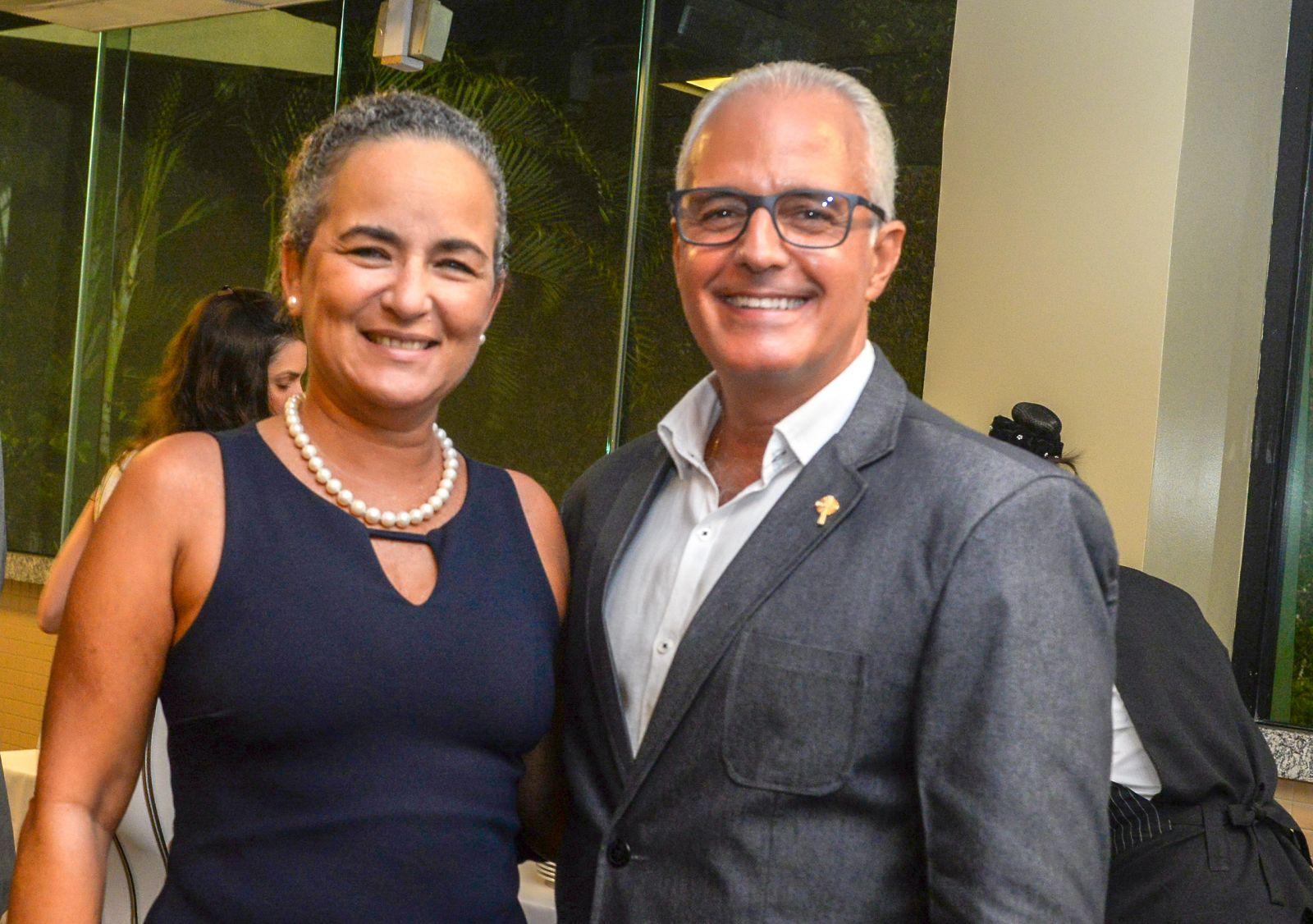 General Silva Alvin comandante da 6ª RM e Kaina Alvin é o casal destaque de hoje dia 22 de maio de 2019