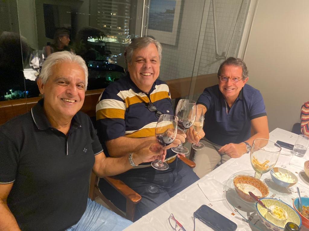 Aniversariante Evandro Balthazar da Silveira, com Paulo Gordilho e Humberto D' Oliveira Santos Júnior
