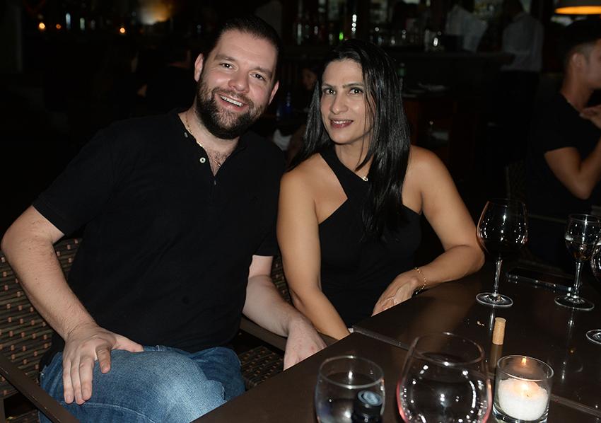 Karine Queiroz a famosa restaurantur, jantando com seu esposo Max  no Lafayette um dos seus restaurantes