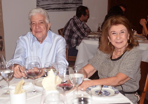 Jorge Lins Freire e Elcy Freira jantando no Amado no fim dia semana