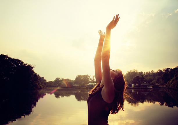 O poder das mãos levantadas é maior do que o de mãos para baixo.Ver mais...