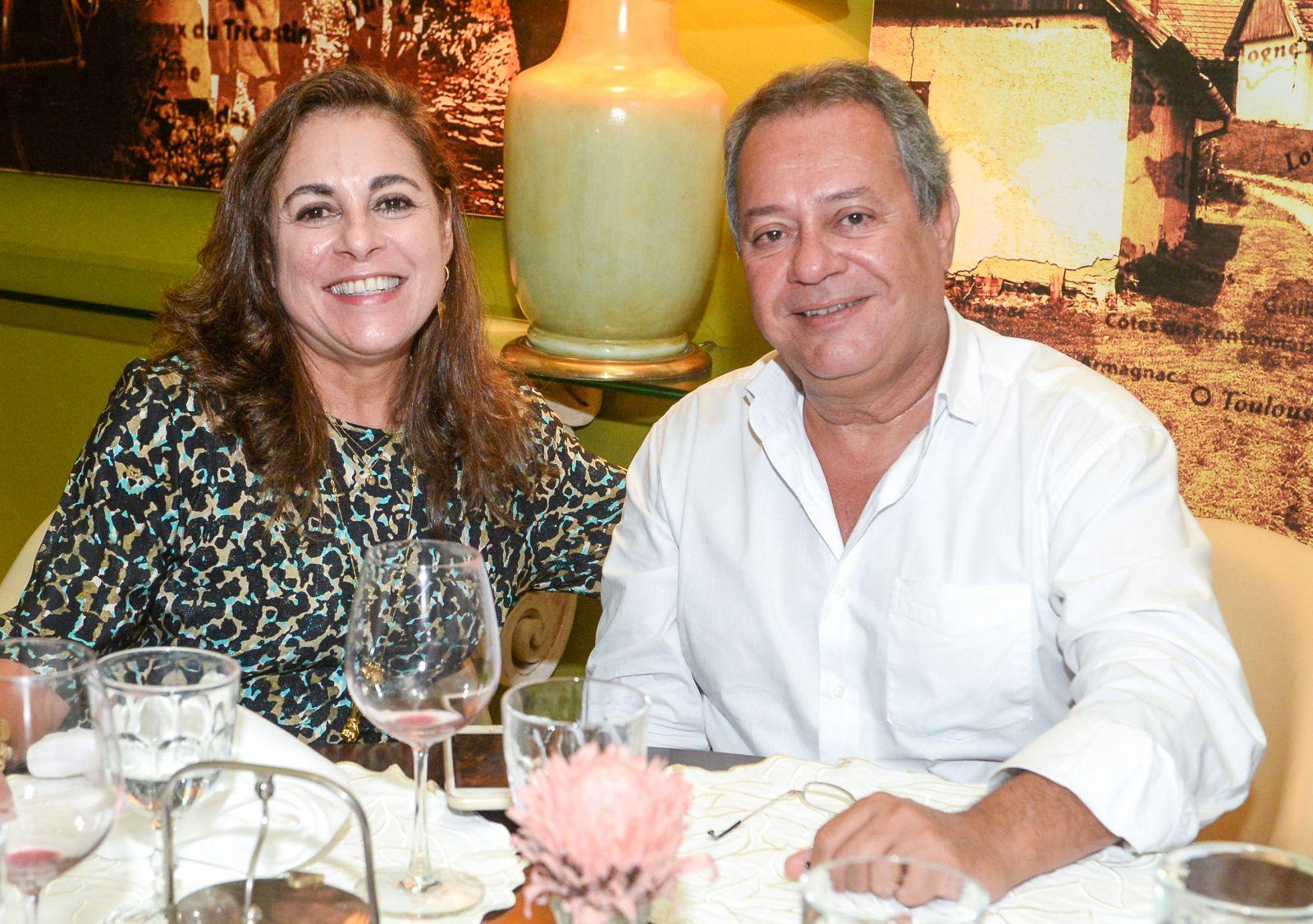 Maria Clara e Roberto Alban presidente da Federação da Indústria e Comércio da Bahia é o casal destaque de hoje 20 de junho