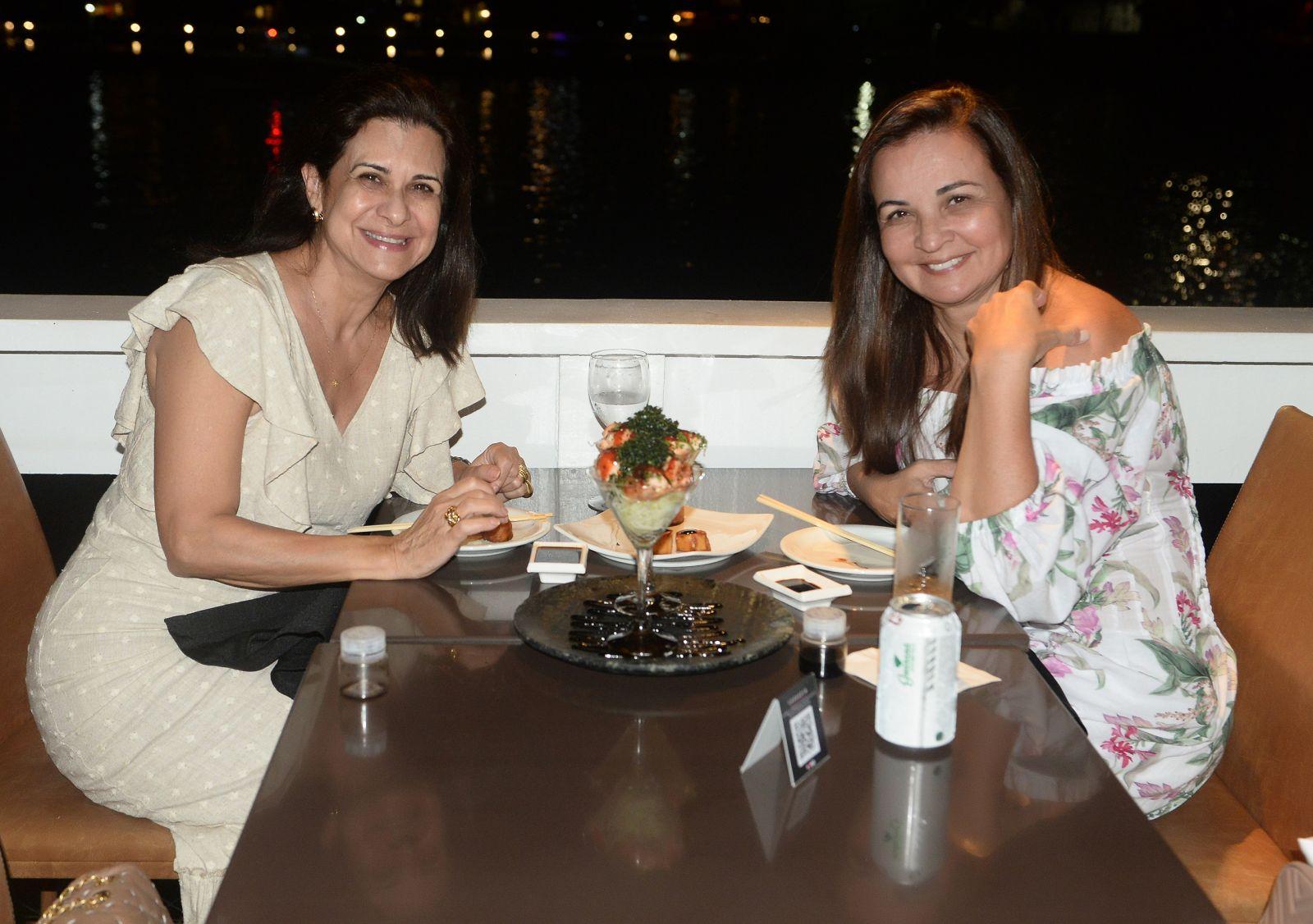 Sandra Smpaio da Socialite bahiana, jantando no Soho com Eliane de Souza