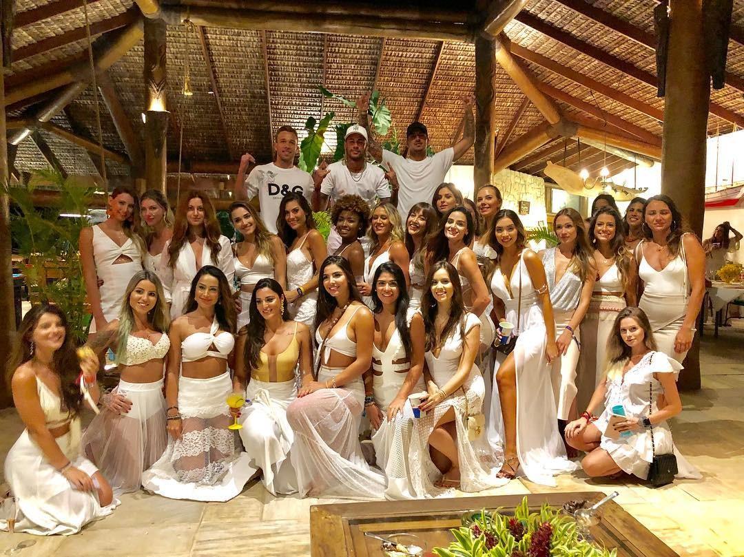 Um Dia Na Vida De Neymar! Conheça Seus Luxos!