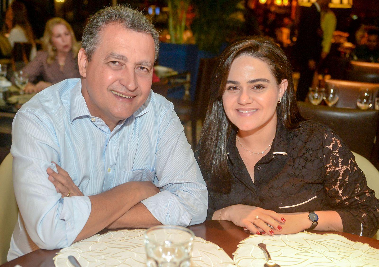 Governador Rui Costa e Aline Peixoto o casal destaque de hoje, jantando no Bistrô Trapiche Adega no fim de semana