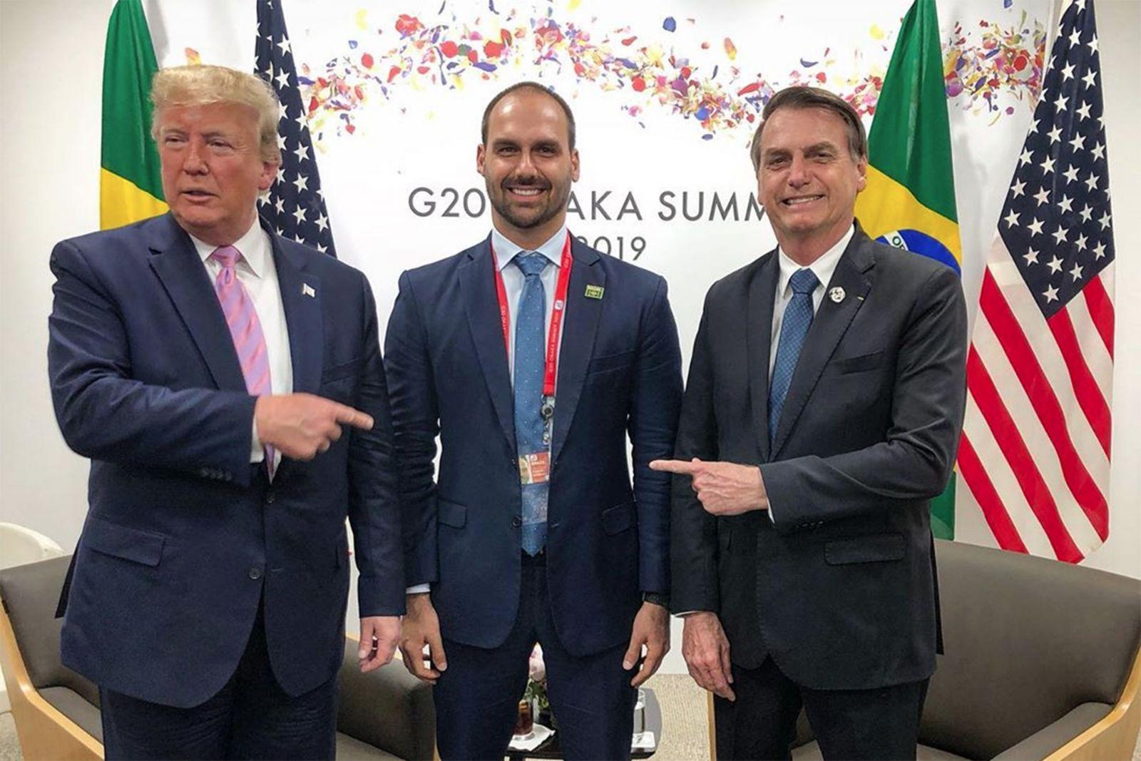 Donal Trump da aval para Eduardo Bolsonaro assumir embaixado nos EUA