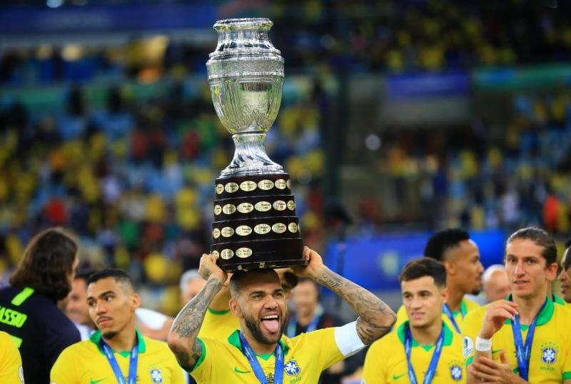 São Paulo anuncia contratação de Daniel Alves