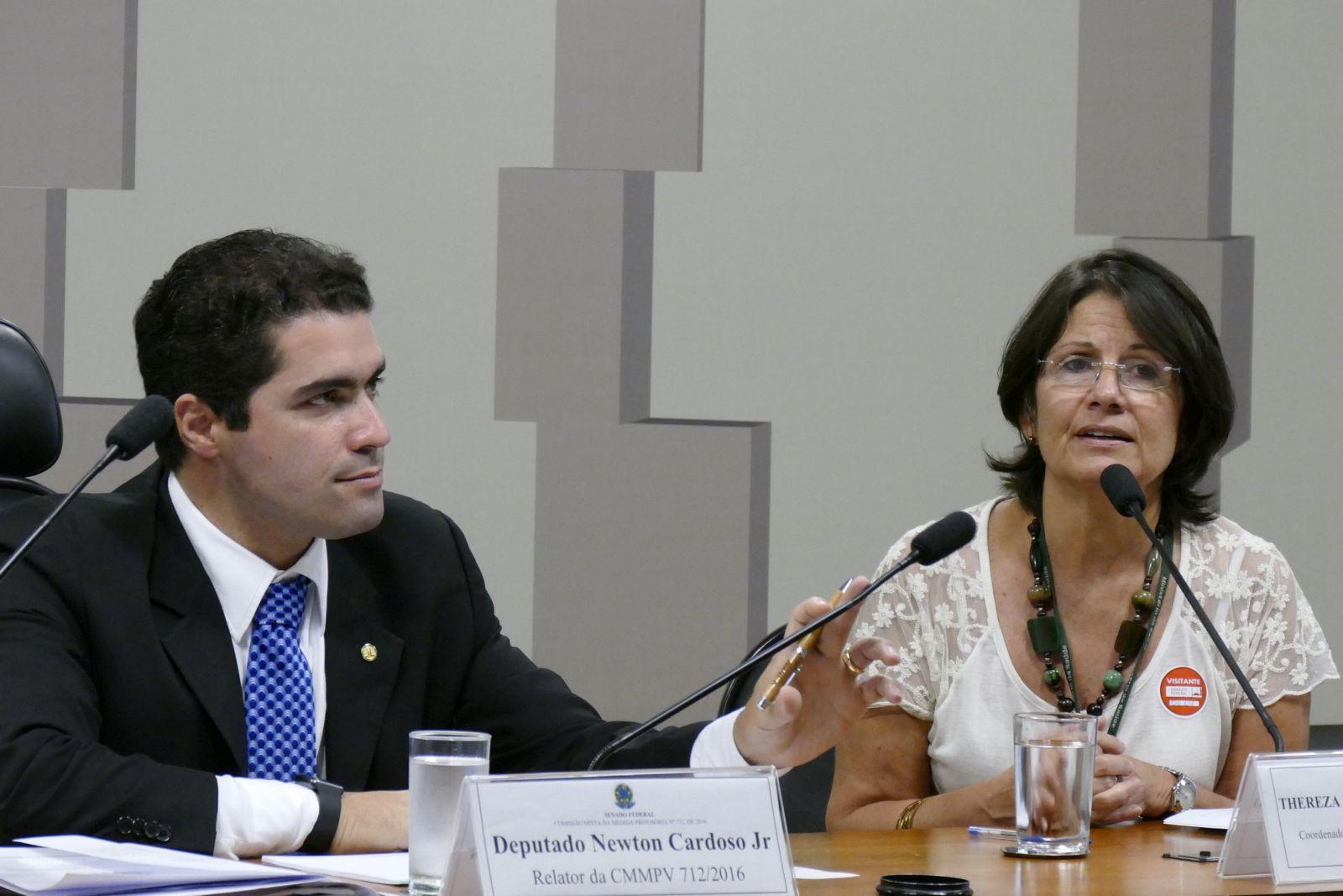 Caderneta de saúde é retiradas das escolas por Bolsonaro por achar inconvenientes ver mais...