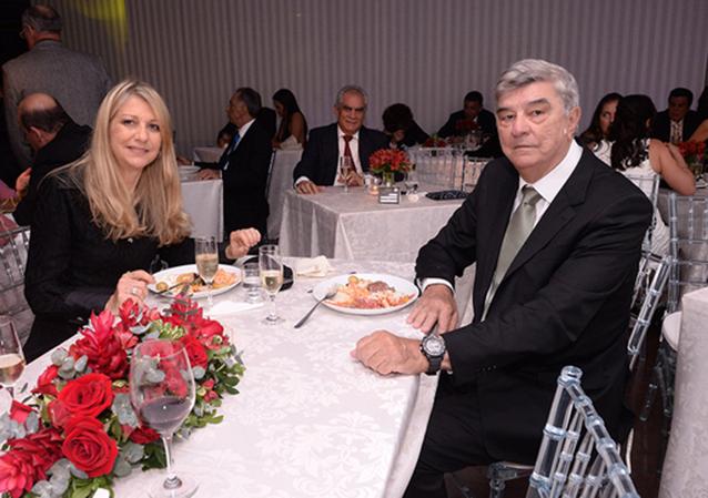 Simone Klin e Manoelito Vargas o casal destaque de hoje 11 de março.Ver mais...