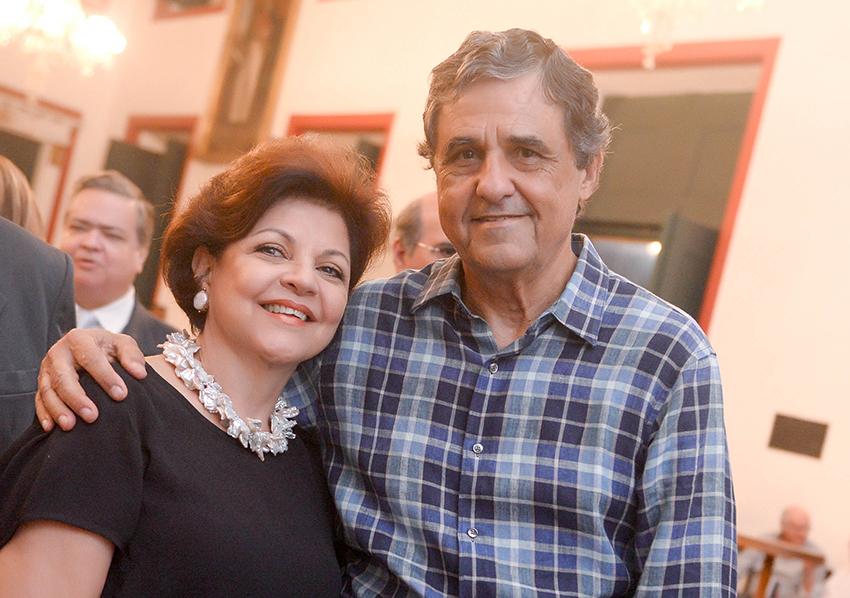 Tereza e Roberto Queiroz foram destaque very special no aniversário de Eduardo Pedreira