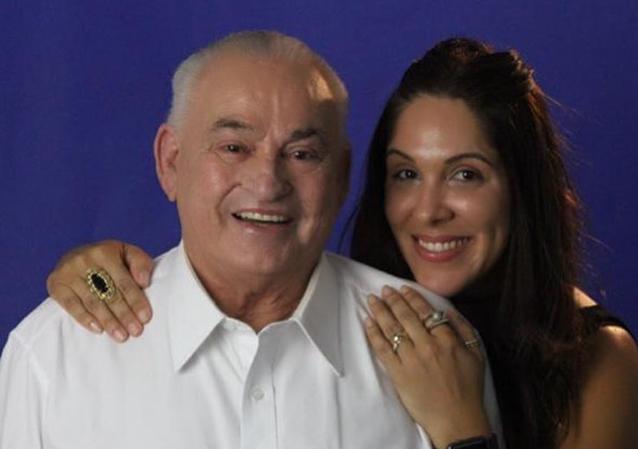 Sheila Varela é a nobre aniversariante de hoje, na foto ela está com seu amado Raimundo Varela.