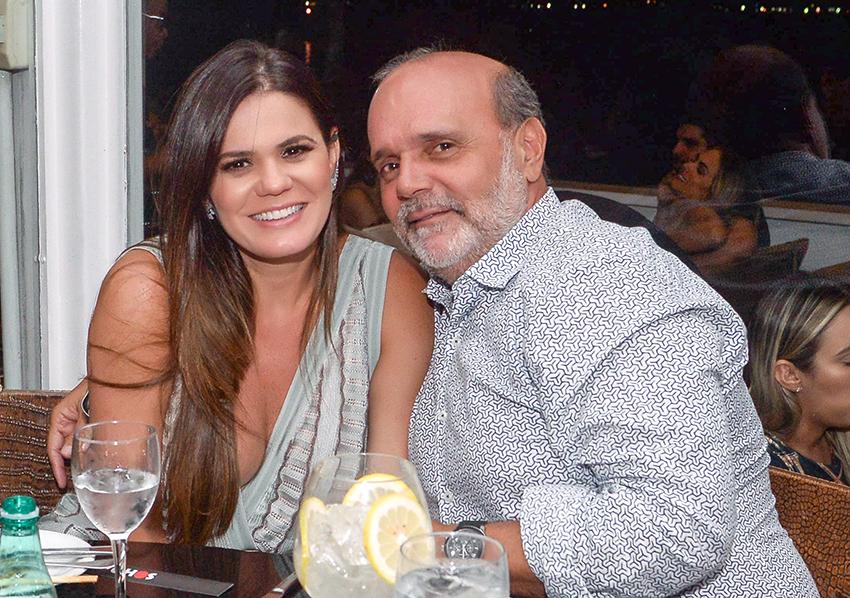 Paula e Everton Visco jantando no Soho sábado dia 26 de janeiro