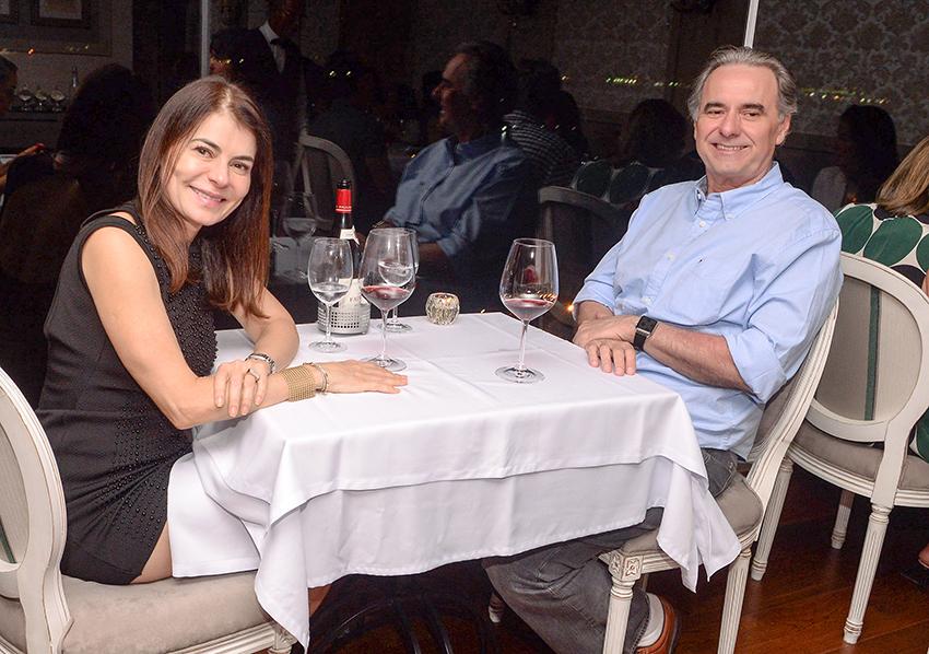 Manuel Suarez e Iolanda Almeida jantando sábado dia 26 no restaurante Chez Bernard