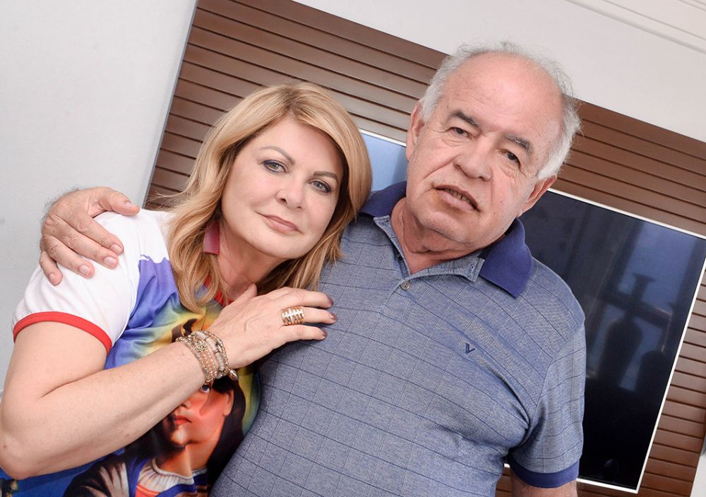 Prof. José Nilton Carvalho com a esposa Mary, ele implantou a primeira escola de Vilas do Atlântico em 1979. Ver mais...
