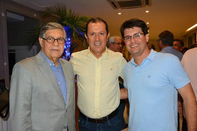 Glicério Lemos entre Paulo Gudenzi e Guilherme Bellintani em recente eveno da ABIH