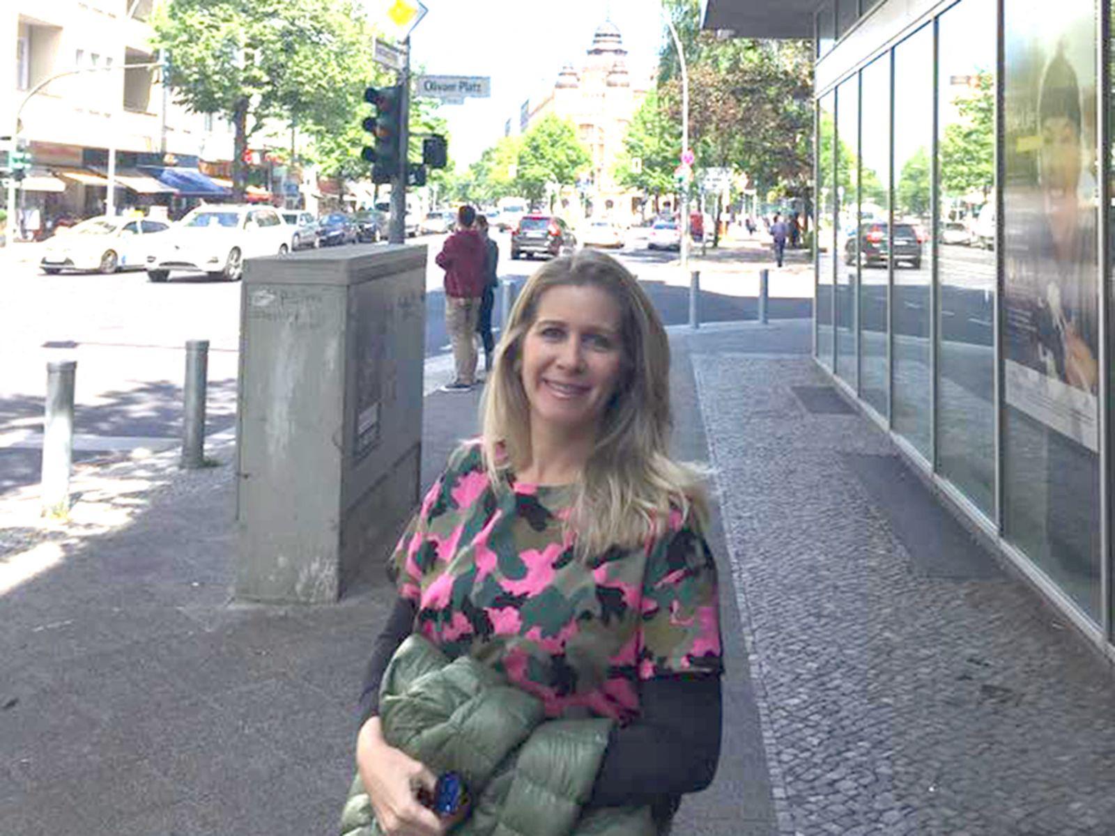 Cristina Felix é a aniversariante de hoje, na foto ela está com seus pais Leninha e Lúcio Felix de Souza