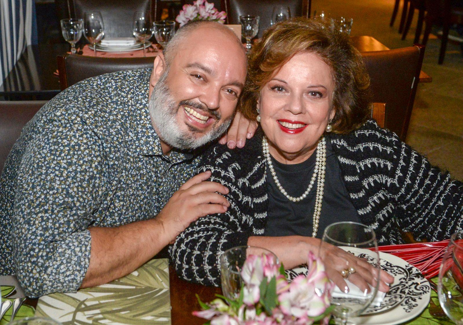 Dois colunistas sociais em destaque, Marcelo Bartolomei da Caras e Janete Freitas da Tribuna da Bahia