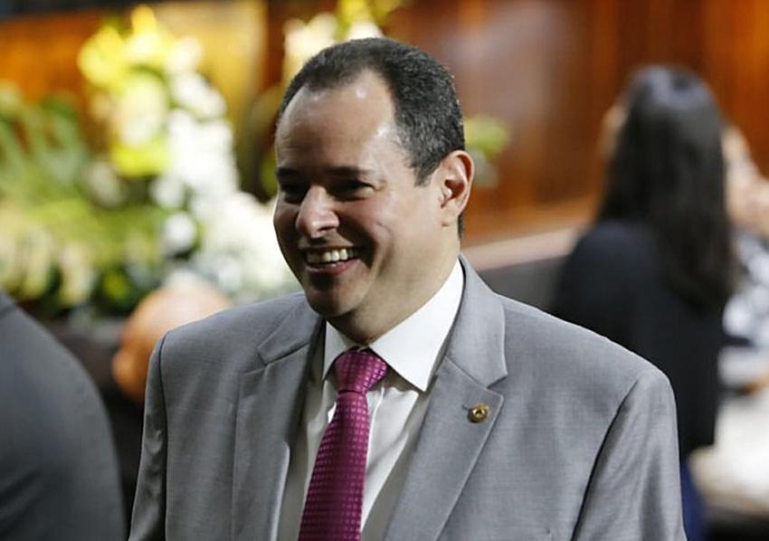 Presidente Nelson Leal, acata parecer da Procuradoria-Geral e vai dar posse ao vereador Thiago Correia na Assembleia Legislativa