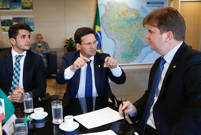 João Roma se reúne com Ministro do Desenvolvimento Regional para resolver obra embargada há sete anos em Salvador