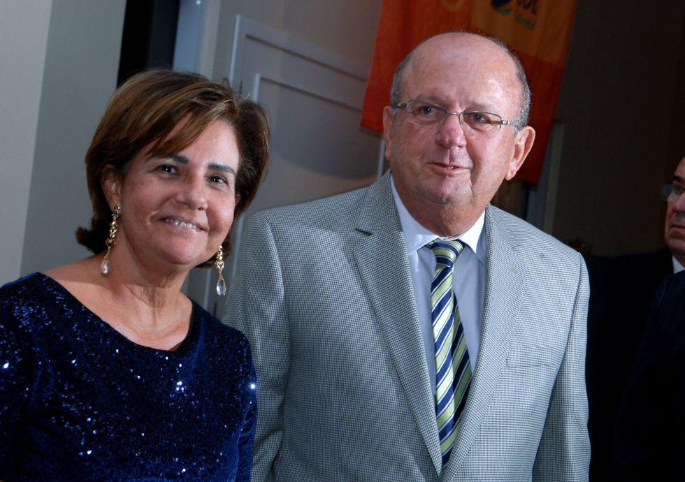 Juarez Silva e Beta estão muito felizes, porque agora são avós pela primeira vez.Ver mais...