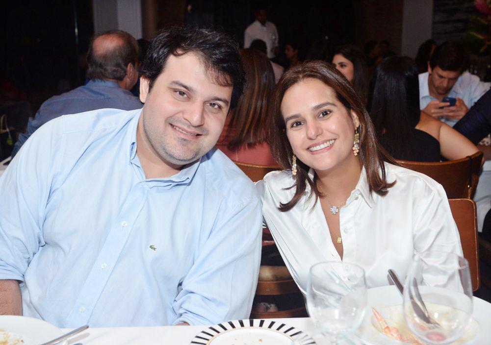 O casal Priscila Silva Valero e Bruno Valero, estão de sorrriso largo deste sexta-feira 29. Clique pra ver o por que...