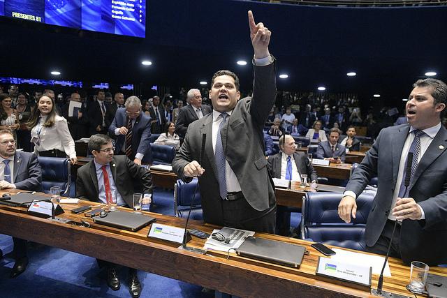 6 parlamentares suspeitos de fraude na eleição do Senado. veja msis...