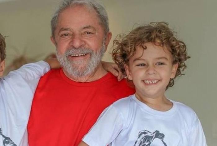 Margareth Menezes, o fotógrafo Vik Mujniz e Lícia Fábio foram destaque no aniversário de Donata Meirelles