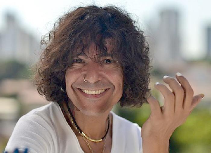 O Cantor Luiz Caldas conhecido como o pai do Axé Music, se apresenta hoje(15) no Yacht Clube da Bahia