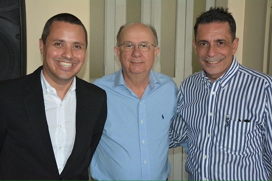 Sérgio Carneiro é o aniversariante de hoje, na foto ele está com Zé Ronaldo e Fausto Franco.Ver mais...