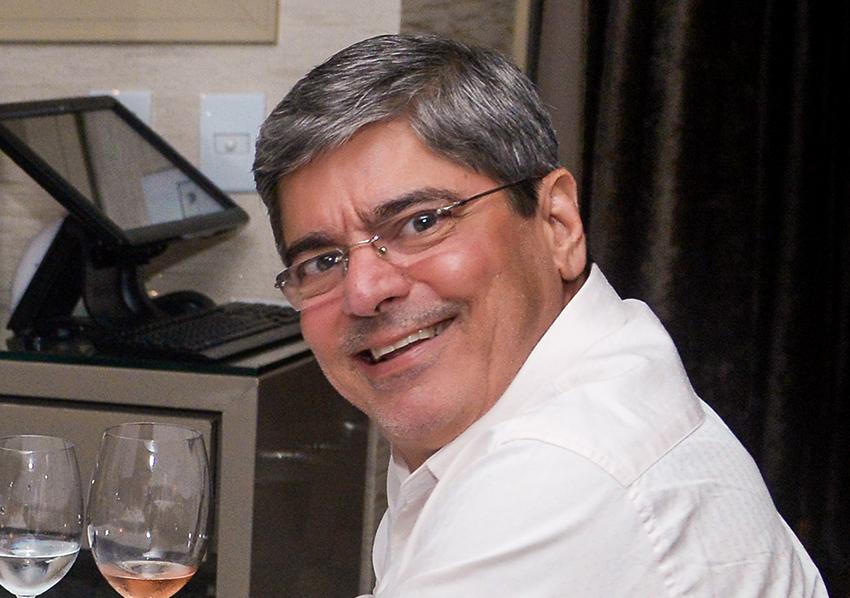 Carlos Falcão comemorou seu aniversário Jantando no Chez Bernard