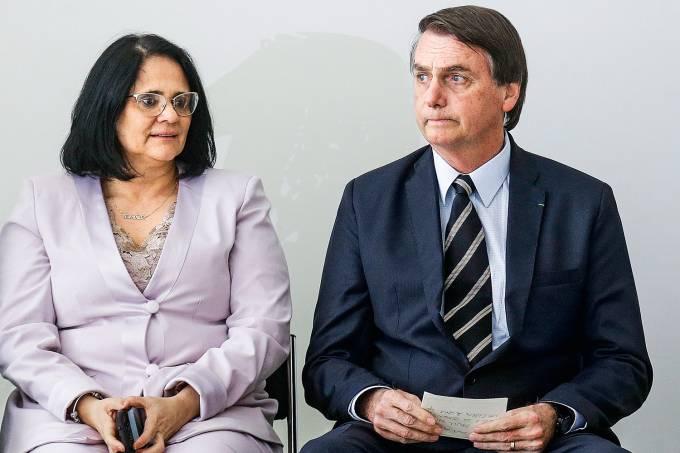 Exclusivo: Damares pede a Bolsonaro para deixar o cardo de ministra.Ver mais...