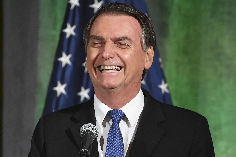 Bolsonaro cancela ida aos EUA para receber premiação e culpa ''ideologização'' Ver mais...