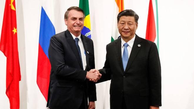 ''China quer namorar o Brasil''. A china não compra no Brasil, a China está comprando o Brasil