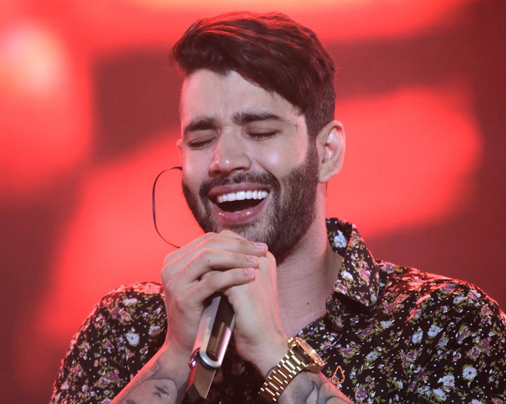 Cantor Gustavo Lima cantando na Virada Salvador 2017