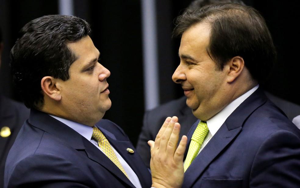 Rodrigo Maia fala em jogar flores em Bolsonaro, você acredita! Ha Ha Ha...