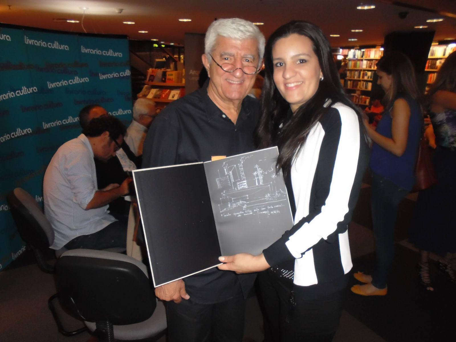 Mila Caramelo a famosa arquiteta de interiores, e aniversariante de hoje dia 08, com seu pai o arquiteto Antonio Caramelo