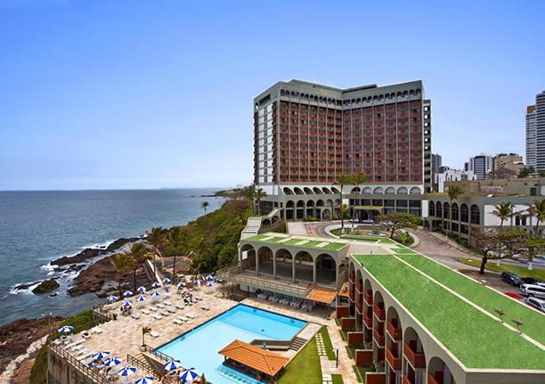Milton Tosto da Abaeté Aviação, jatos compartilhados e gerenciamentos de aeronaves é aniversariante, ele está com o filhos Bernardo também piloto very special