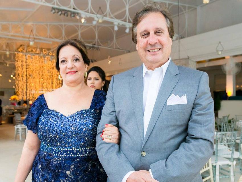 Tânia Andrade é a aniversariante de hoje dia 01 de julho, na foto ela está com o esposo o cardiologista Jadelson Andrade