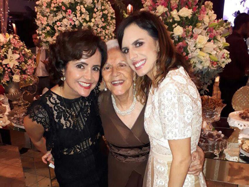 Natássia Muricy Andrade é a aniversariante de hoje, na foto ela está à direita de sua avó Terezinha Cardoso e sua mãe Lorena Muricy