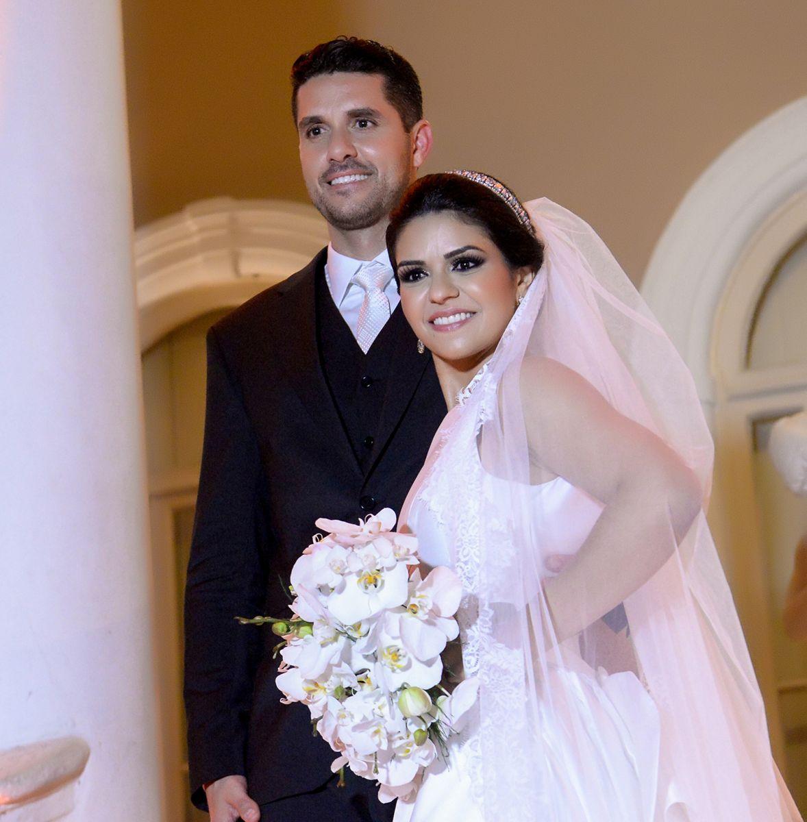 Thais Darzé e Rodrigo Aouad. Depois de uma grande festa de casamento, foram passar lua de mel em Paris e chegam hoje