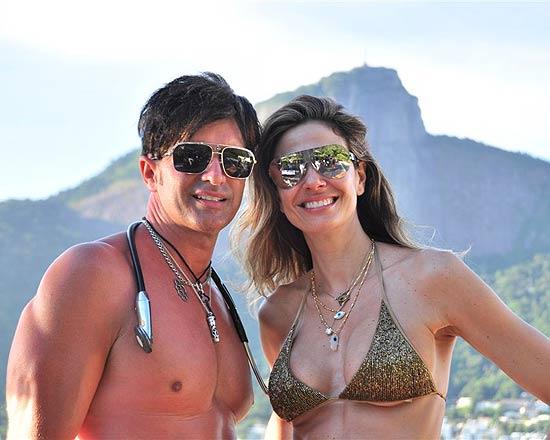 Luciana Gimenez e Dr. Rey o médico que está rejuvenescendo as socialites e artistas com o uso do Liftdream. Ver mais...