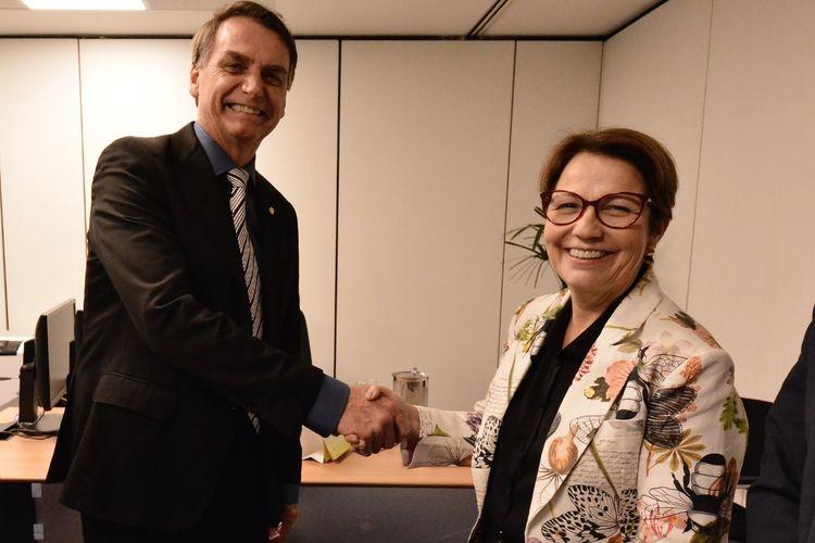 Brasil e EUA trabalharão juntos para produzir mais alimentos. Na foto Bolsonaro com A ministra da agricultura Tereza Cristina