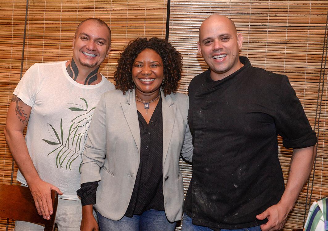 Chef Fabrício Lemos recebeu a visita de Vavá Botelho e Margareth Menezes em seu restaurante ORI no Horto Florestal.Ver mais...