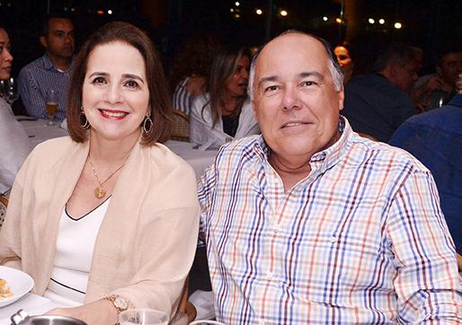 Julieta Costa Pinto é a nobre aniversariante de hoje dia 20 de novembro, na foto ele está com Gubu Maciel