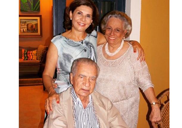 Márcia Meccia a aniversariante de hoje, na foto ele está com seus pais Iêda Barradas e João Durval ex- governador e Senador pela Bahia