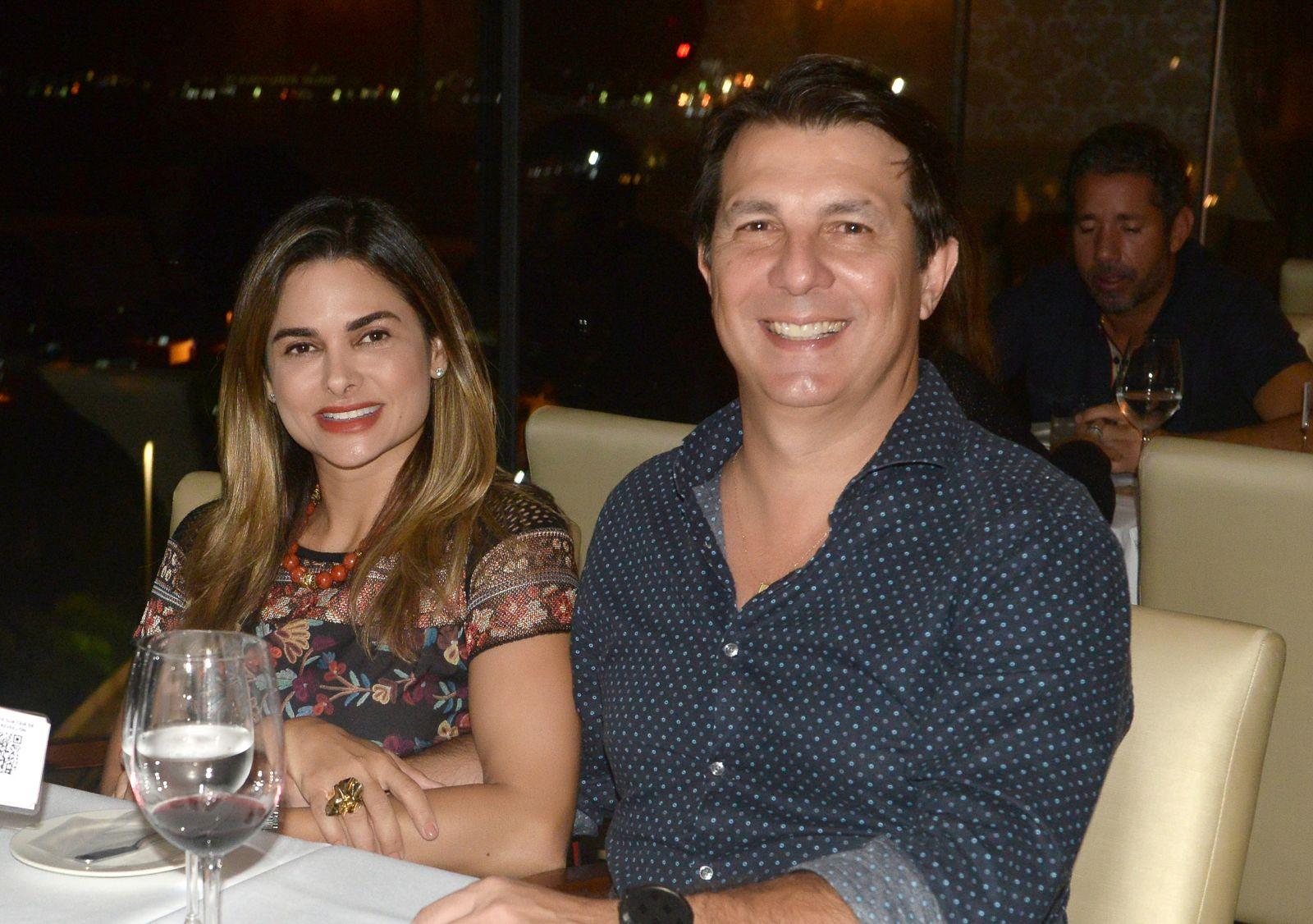Deputado Arthur Mais jantando com sua esposa Andrea dia 05/12 no restaurante Chez Barnard