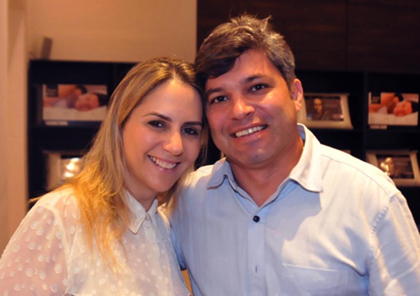 Sandra Faro e Roberto Adam passarão o fim de semana fora, mas prá semana já vão está no batente da Carballo Faro importados